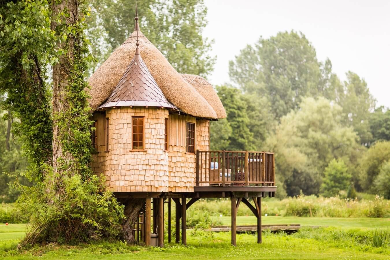 Casa con Arboles protegiendola Ginart Oleas